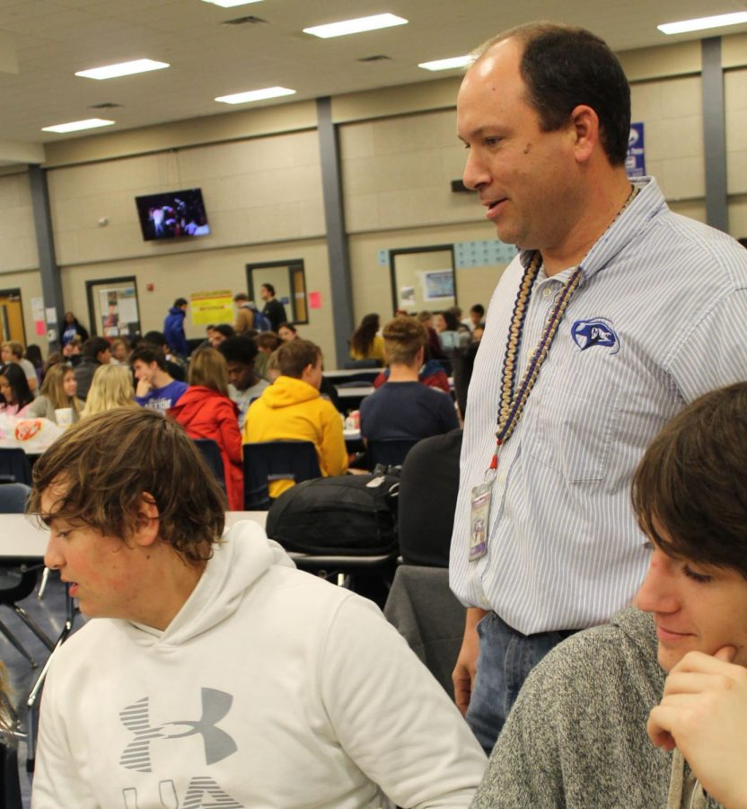 New+Assistant+Principal+Paul+Weinheimer+talks+with+sophomores+Klein+Muse+and+Ethan+Jones+at+lunch.+