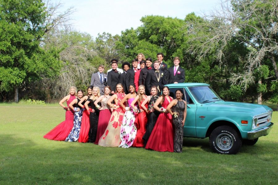 2018+prom+group+combined+of+sophomores%2C+juniors%2C+and+seniors+taking+pictures+before+promenade+at+2018+graduate+Austin+Martin%27s+house.+