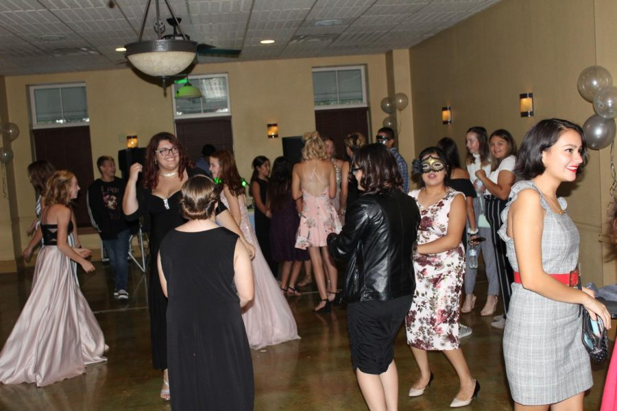 Students enjoy the homecoming dance at bar 17 on Sept. 14.