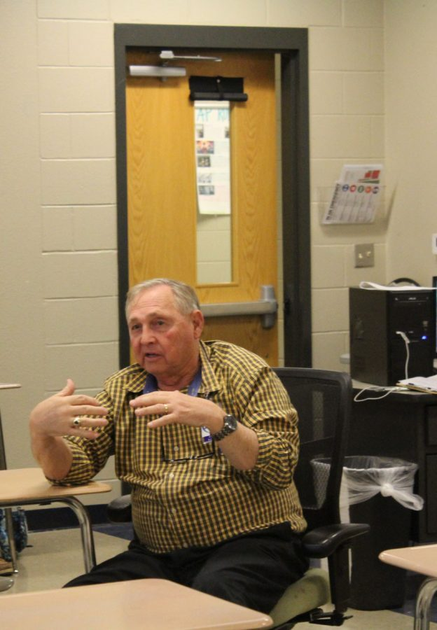 Retired+biology+teacher+Randall+Alford+teaches+his+8th+period+environmental+science+class.+Alford+returned+full+time+for+the+second+semester+after+retiring+at+the+end+of+last+year.+
