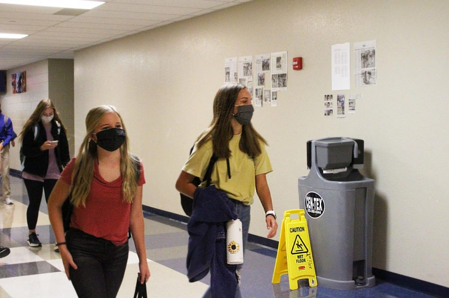 Freshmen+students+walk+past+the+new+hand+washing+station+on+the+way+to+second+period+Aug.+27.