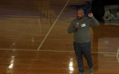 Toxic relationship specialist Matthew Phifer speaks at the assembly for juniors and seniors about setting boundaries April 20.