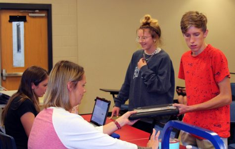 Sophomores Aspen Wheeler and Logan Young receive their new Chromebooks Aug. 20.